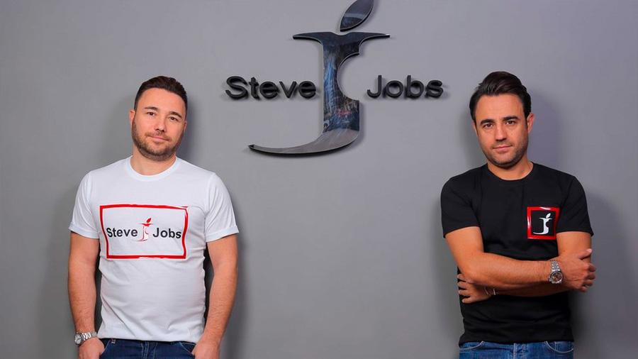 La curiosa batalla que dos hermanos italianos le ganaron a Apple por la marca Steve Jobs