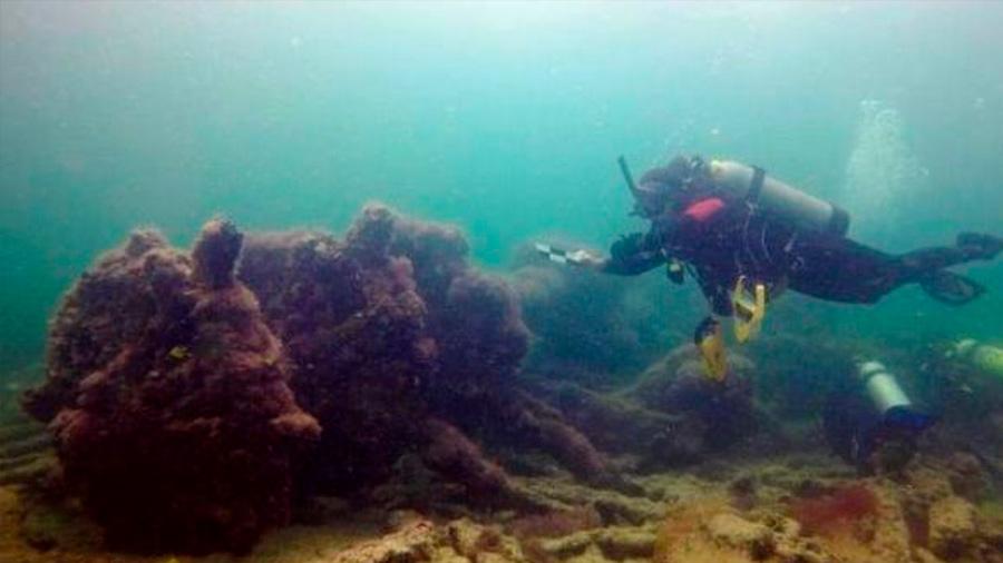 Arqueólogos descubren restos de barcos antiguos en el fondo del mar