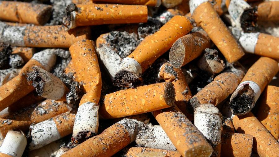 Colillas de cigarrillos, materia prima para hacer aislantes y hasta zapatos