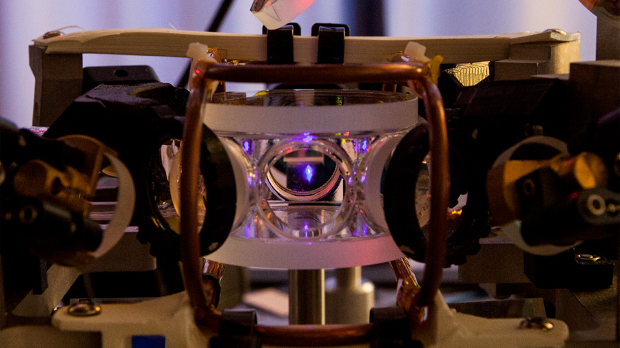 Consiguen una memoria capaz de almacenar 665 estados cuánticos de la luz