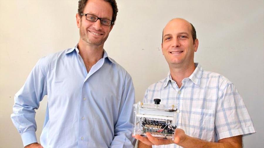 Dos biólogos argentinos crearon una mini-máquina para estudiar el ADN que ahora usan los astronautas de la NASA