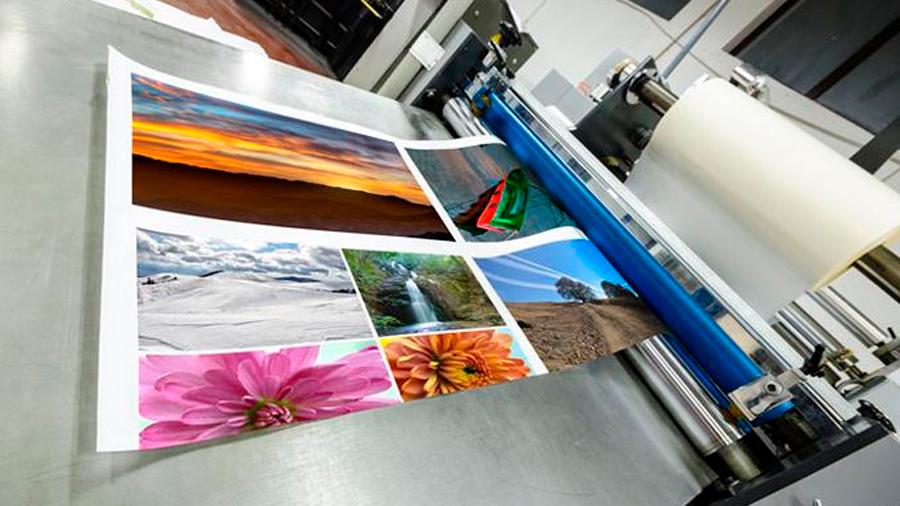 Científicos crean papel reutilizable para imprimir imágenes a color