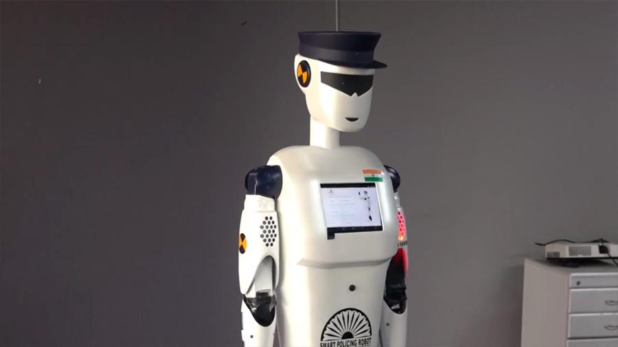 Presenta en India el primer robot policía inteligente del mundo
