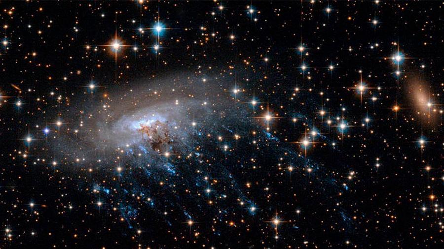 """Astrónomos descubren que el espacio """"huele a almendras"""""""
