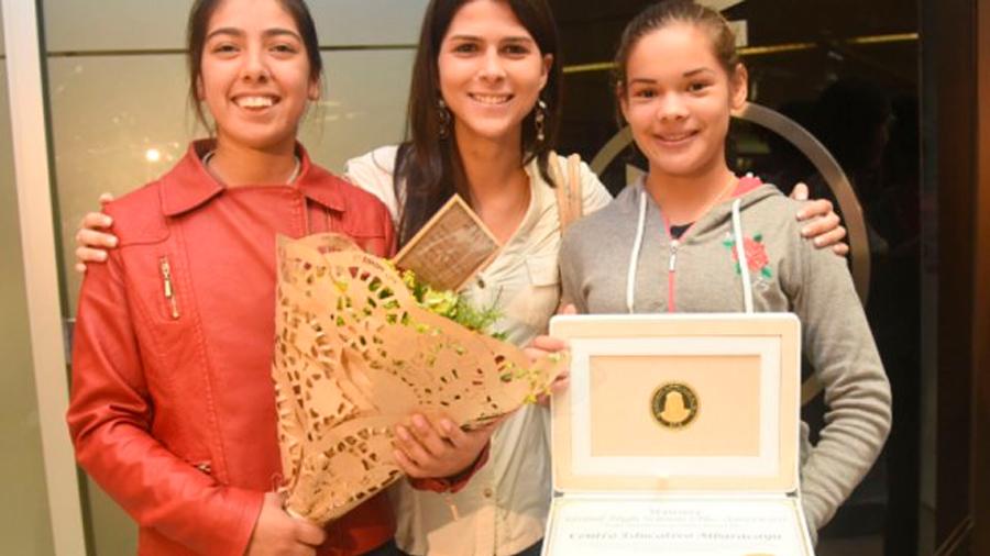 Paraguayas ganan concurso sobre energía renovable en Dubái