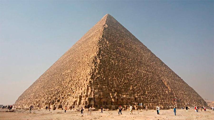 """Descubren que la Gran Pirámide de Giza está """"torcida"""""""
