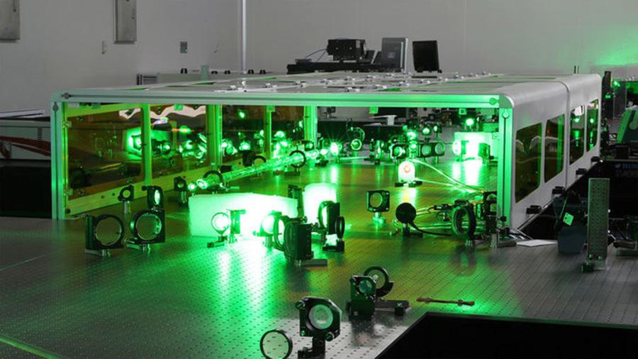 Chinos planean construir un láser tan potente que podría romper el vacío
