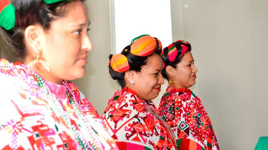 Presentación del programa de becas a Mujeres Indígenas