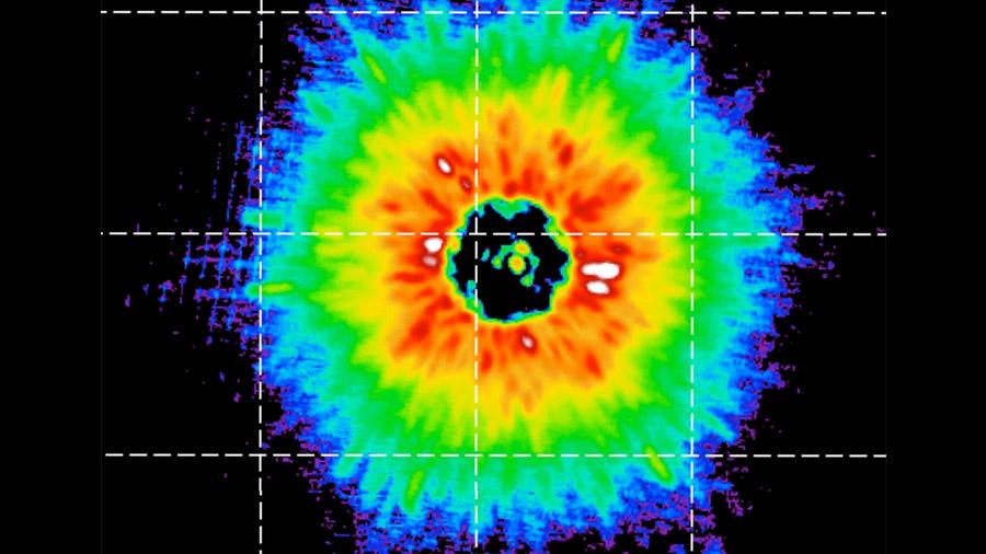 Astrónomos observan el primer enjambre de cometas en una estrella enana
