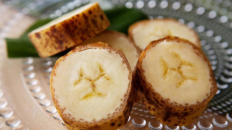 La tecnología reinventa la fruta para crear plátanos de piel comestible o hacer envases con tomates