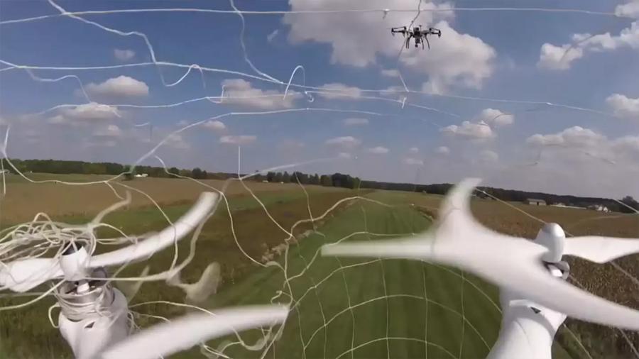 Drones de seguridad aprenden a atrapar y transportar otros drones