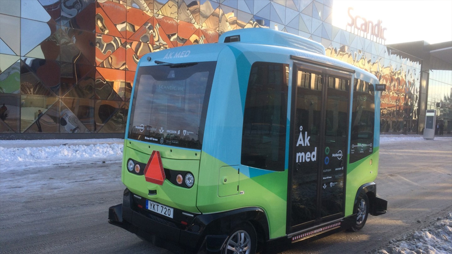 Primer bus sin conductor ya circula en las calles de Estocolmo
