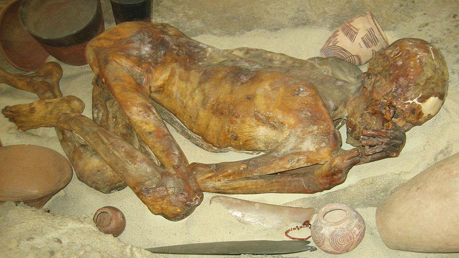 Momias egipcias de hace 5,000 años muestran tatuajes figurativos