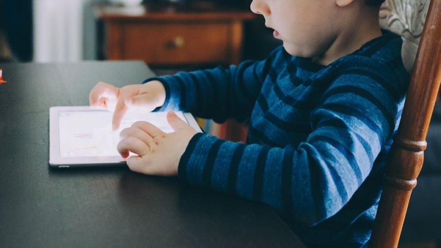 Niños que ignoran cómo sujetar un lápiz por el uso excesivo de la tableta