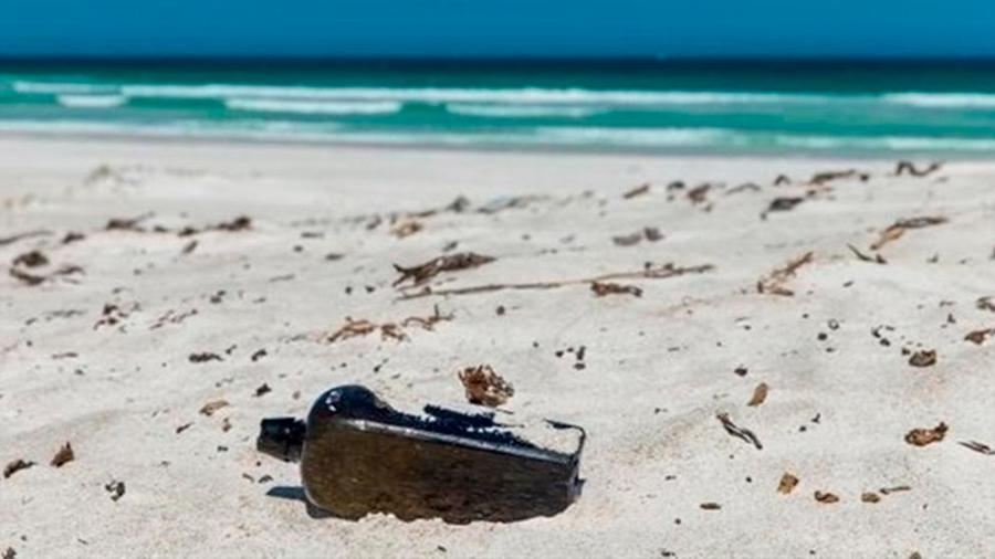 Un mensaje en una botella de 1886, recuperado en una playa de Australia