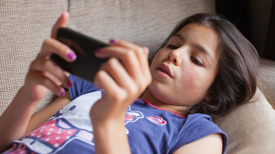 ¿A qué edad se le debe dar un celular a nuestro hijo?