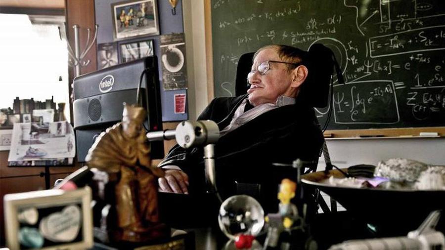 Los errores que el propio Stephen Hawking tuvo que admitir y pagar con gracia