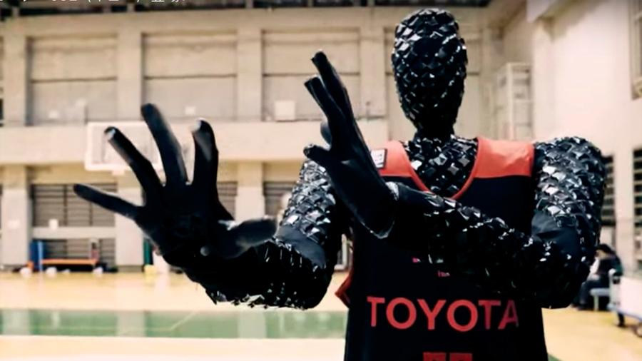 Robot basquetbolista derrotó a profesionales en un desafío de tiros libres
