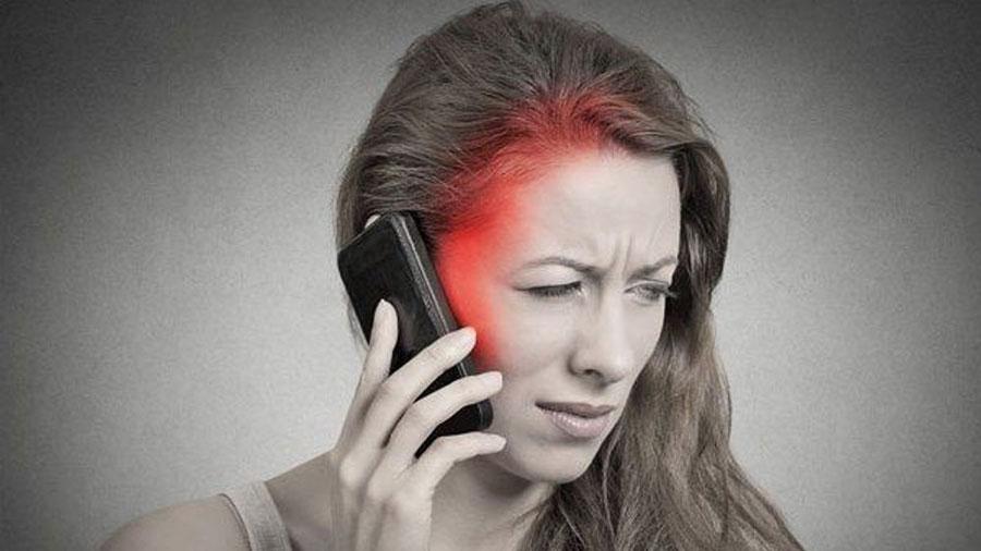 Así es como la luz de tu teléfono impacta tu cerebro y cuerpo
