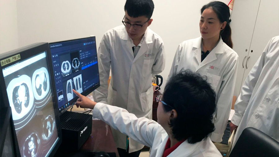 China se aferra a la IA para suplir su escasez de médicos