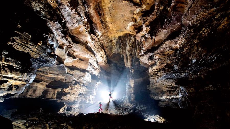Hallan exploradores la cueva más larga de Asía: 239 kilómetros