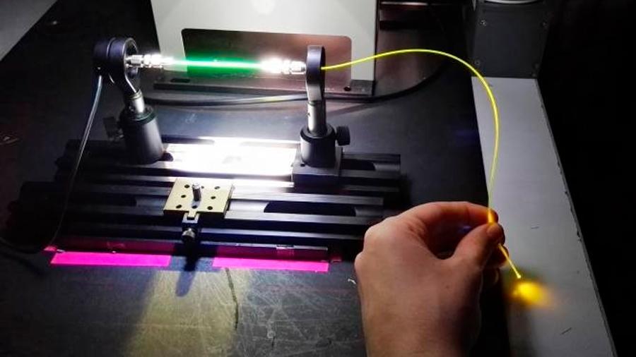 Nueva fibra óptica de plástico que capta energía solar con alto rendimiento