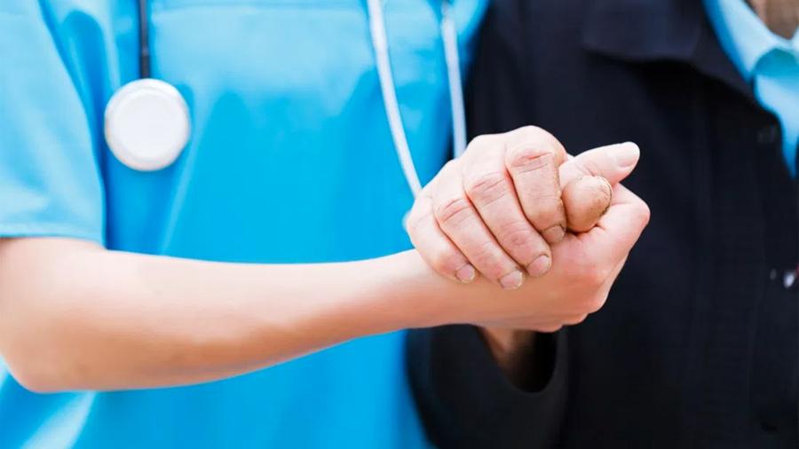 Promoverán descuentos en atención médica privada para adultos mayores