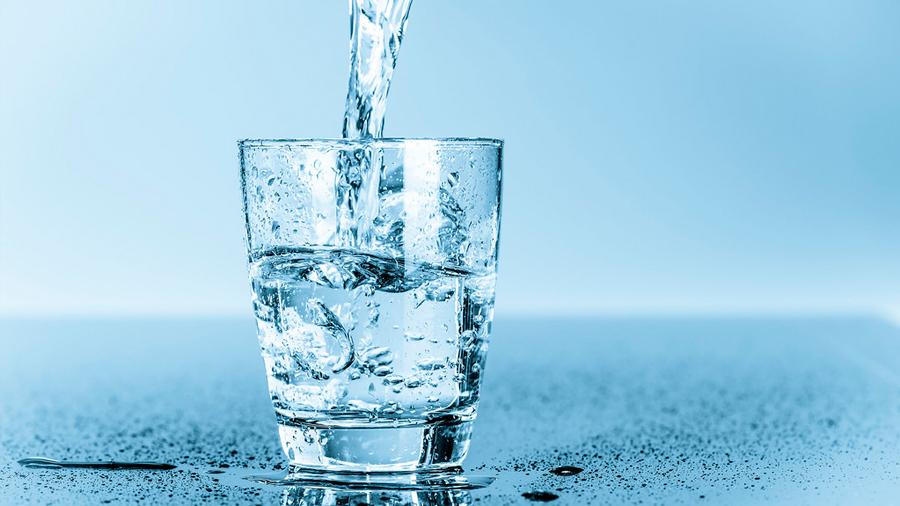 Cómo beneficia beber agua alcalina al paciente diabético