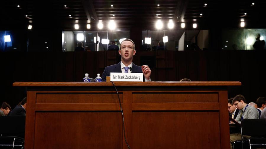 Zuckerberg asume toda la culpa por el caso de Cambridge Analytica ante el Senado de EU