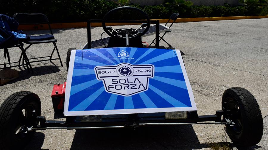 Estudiantes mexicanas crean auto de carga solar