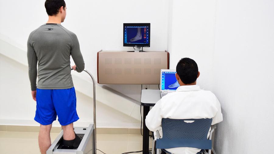 El paciente con diabetes no debe esperar a tener problemas en los pies para usar calzado especializado