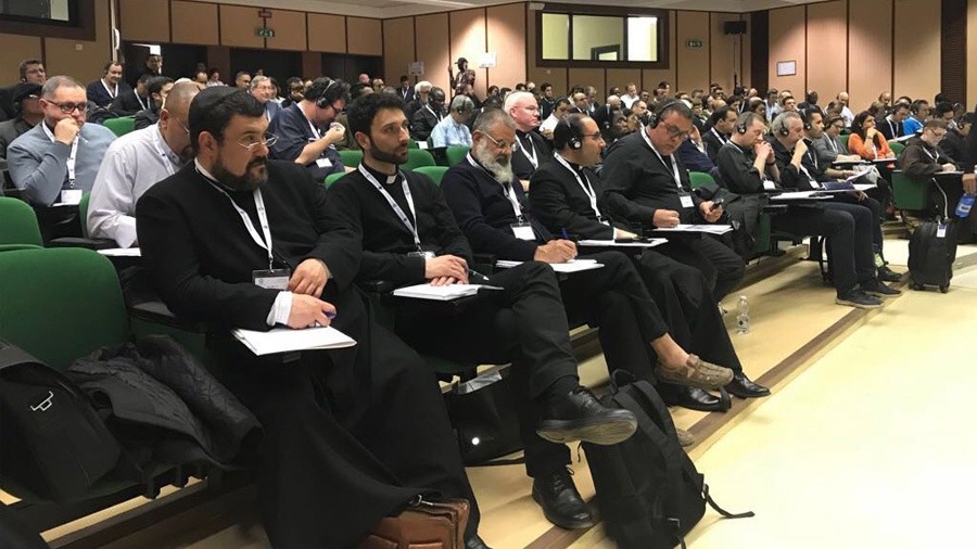 """Cállate Satanás"": un curso de exorcismo en el Vaticano por celular"