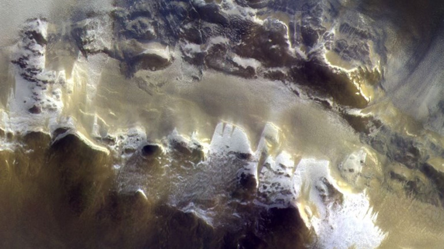 El hielo protagoniza la primera imagen cercana de Marte envíada por la nave TGO