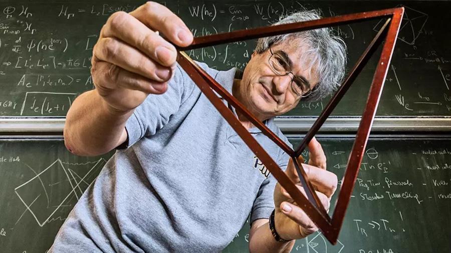 """Carlo Rovelli, el nuevo Hawking, afirma que el tiempo es """"contar historias"""""""
