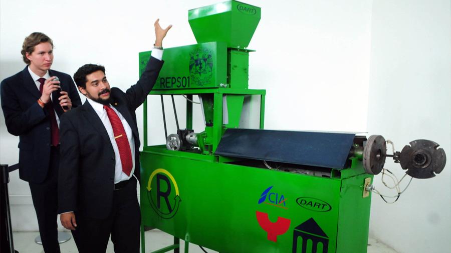 Estudiantes mexicanos crean tecnología que deriva en máquina para reciclaje de unicel