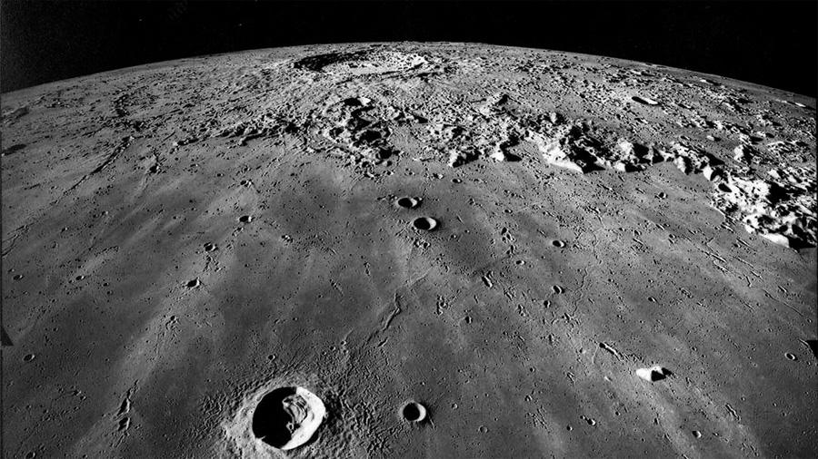 Un meteorito apunta a que la Luna esconde agua helada bajo la superficie