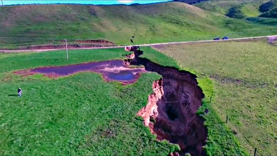 Aparece ahora en Nueva Zelanda una enorme grieta similar a la que divide a Africa