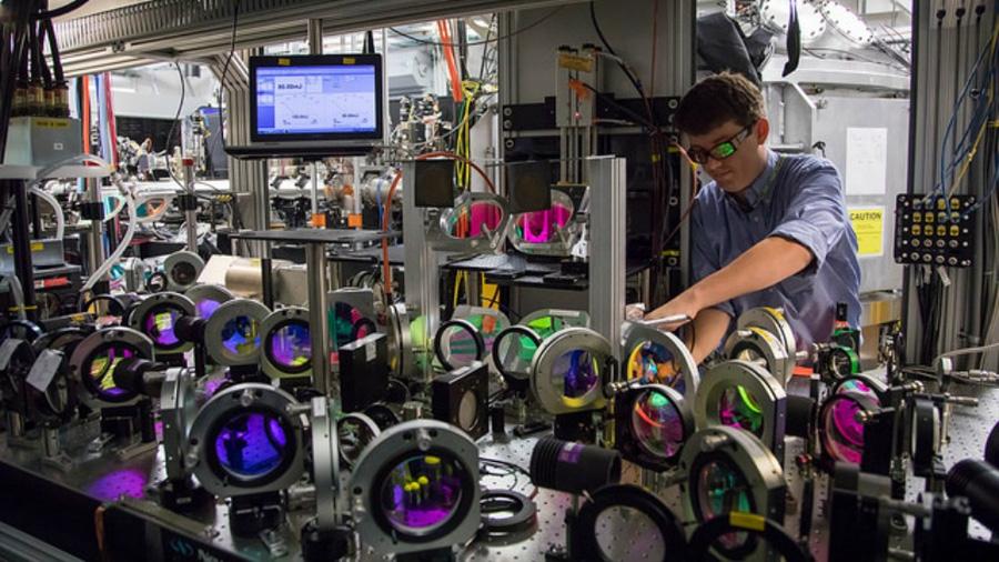 El calentador de agua más rápido del mundo: a 100,000 grados Celsius en un picosegundo