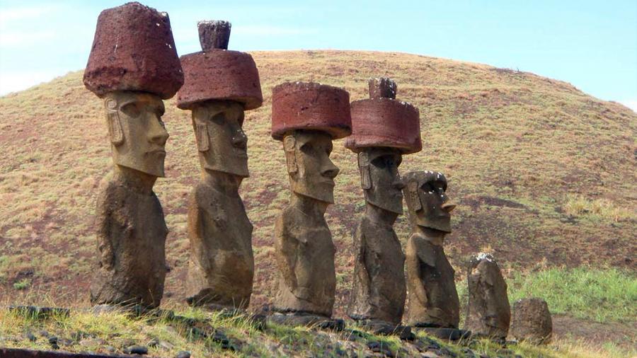 Sombreros de 13 toneladas coronan los gigantes de Piedra de Isla de Pascua ¿Cómo se colocaron?