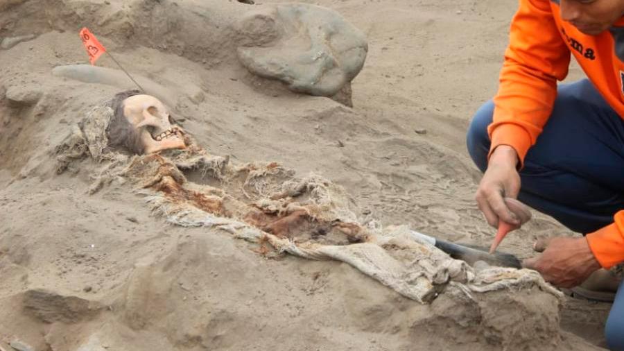 Descubren restos de 56 sacrificios humanos en Perú que datan de hace 600 años