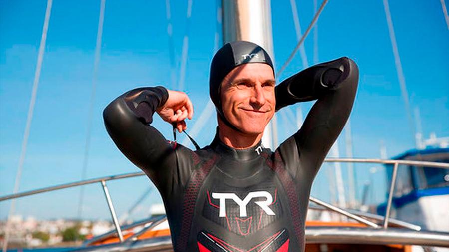 Un francés nadara 8 horas diarios 6 meses seguidos para cruzar el Pacífico en defensa de los océanos