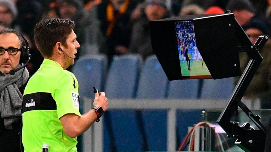 La tecnología en el fútbol: ¿reemplazarías al árbitro por un robot?