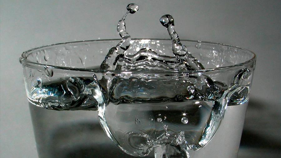 El agua puede estar muy muerta, eléctricamente hablando