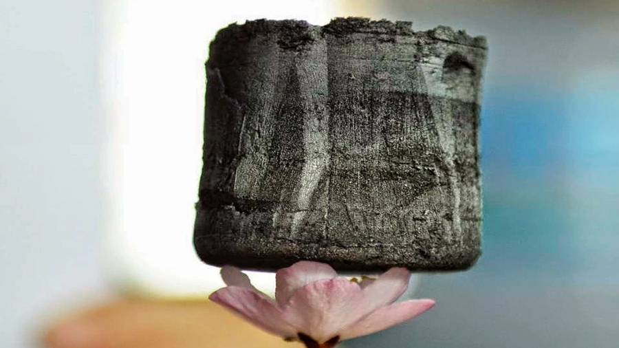 Fabrican el material más ligero del mundo: es mega resistente y pesa 0.2 mgs por centímetro cúbico