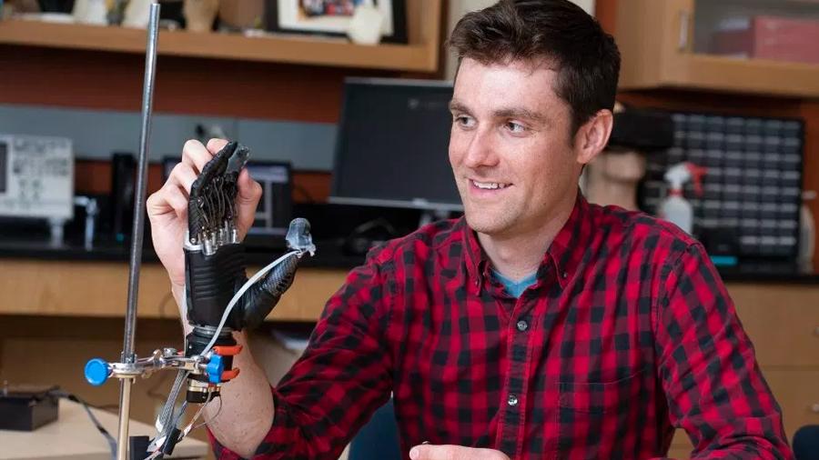 """Nueva """"piel electrónica"""" para prótesis de mano que transmite sensaciones táctiles"""