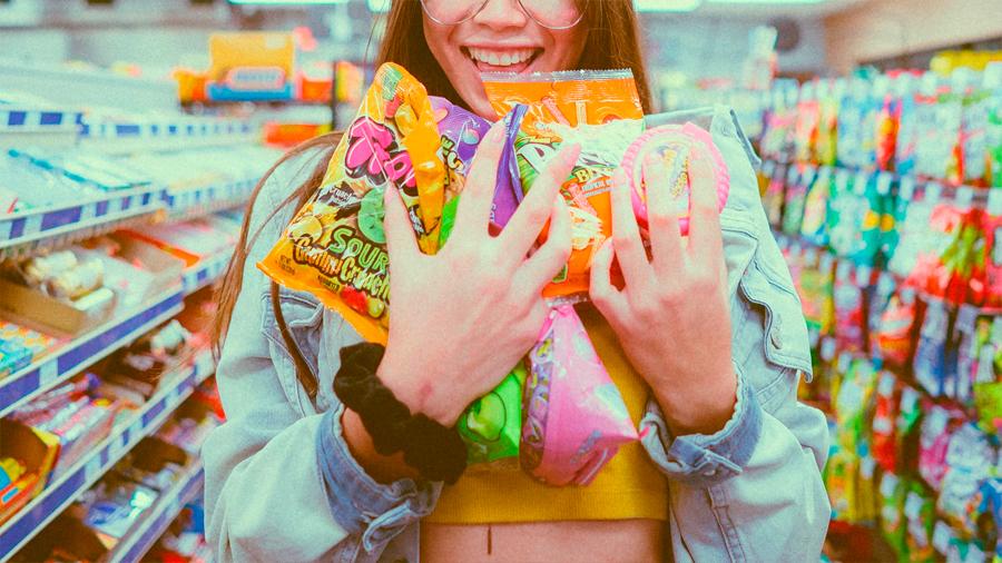 """""""Tienen mucha grasa, guácala"""": cómo una ley chilena redujo consumos de comida chatarra"""