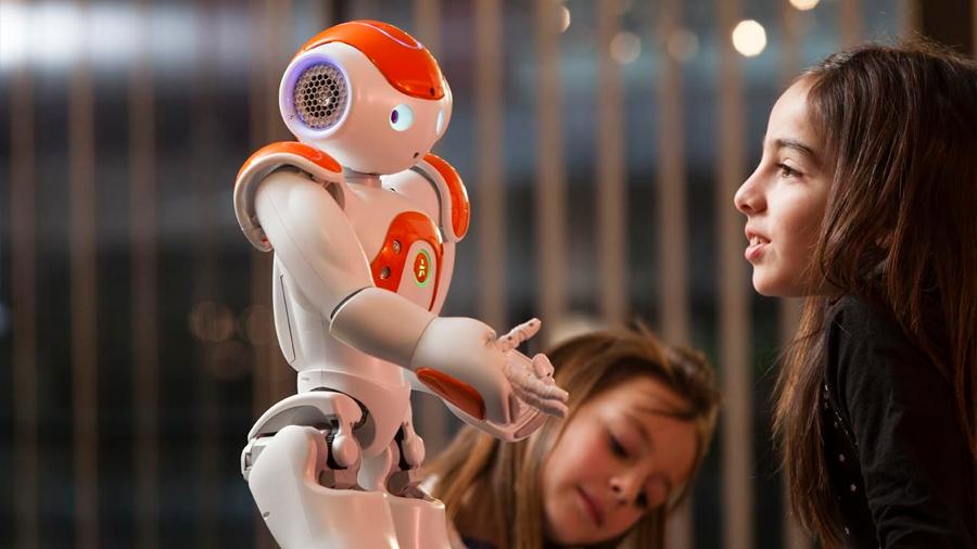 Diseñan robots personalizados para tratar terapéuticamente a niños con autismo