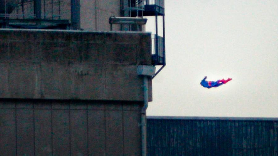 Greenpeace estrella un dron contra una nuclear francesa para denunciar fallos de seguridad