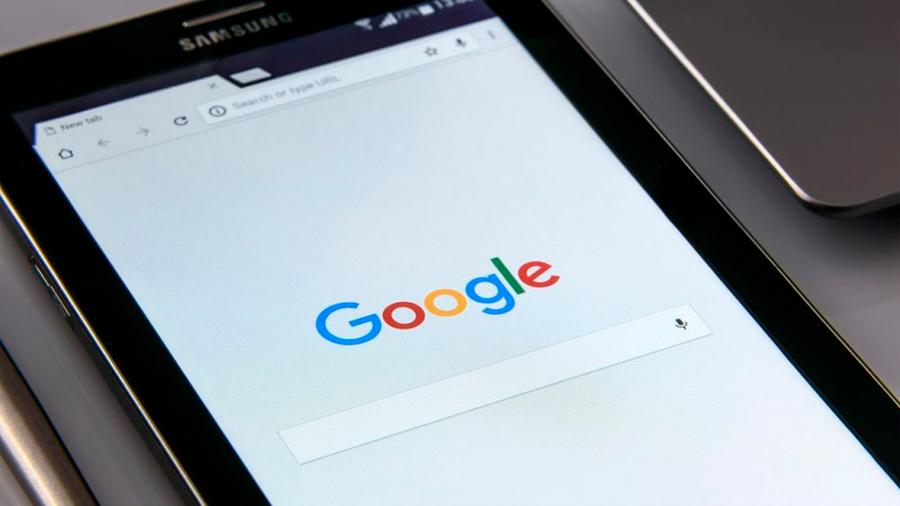 Los trucos de Google, Facebook y Microsoft para que les des tus datos