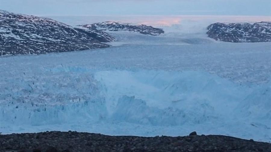 Así se desprendió un enorme glaciar en Groenlandia